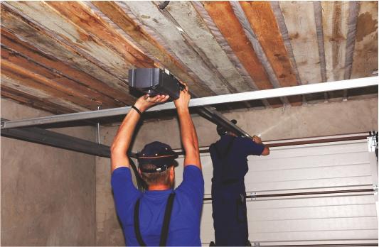 Installations porte de garage Stores solutions Service